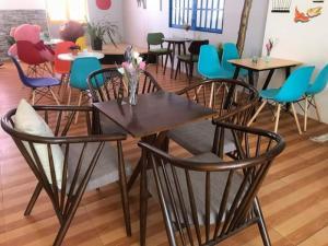 Thanh lý bộ bàn ghế cafe gỗ giá rẻ tphcm
