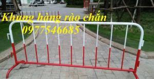Hàng rào di động , hàng rào chắn xe , hàng rào kiểm soát đám đông .