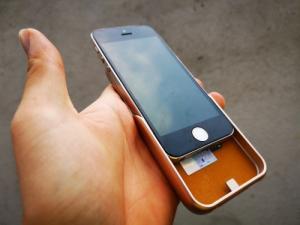Ốp Lưng Kiêm Sạc Dự Phòng IPhone 5 JLW-5GR 4000 mAh