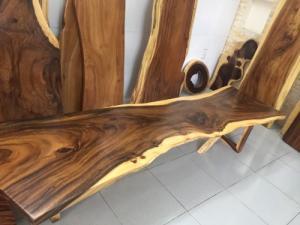 bàn gỗ me tây nguyên tấm dài 2.45, rộng 65-72cm