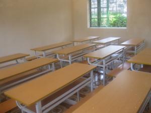 Lựa chọn bàn học sinh đạt chuẩn cho học sinh tiểu học