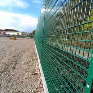 2019-12-12 16:18:38  16  Hàng rào lưới thép hàn mạ kẽm sơn tĩnh điện D4 a 50x150 105,000