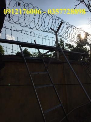 2019-12-12 20:25:27  21  Hàng rào dây thép gai giá tốt nhất tại Hà Nội 175,000