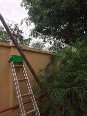2019-12-12 20:25:27  16  Hàng rào dây thép gai giá tốt nhất tại Hà Nội 175,000