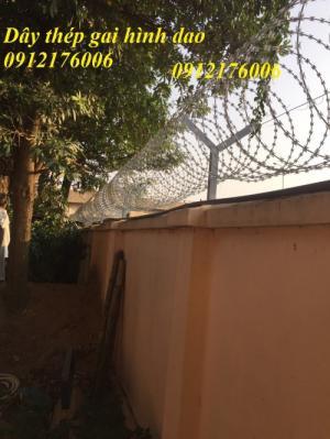 2019-12-12 20:25:27  23  Hàng rào dây thép gai giá tốt nhất tại Hà Nội 175,000