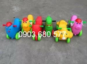 Cung cấp xe chòi chân 4 bánh, xe lắc đồ chơi cho trẻ nhỏ