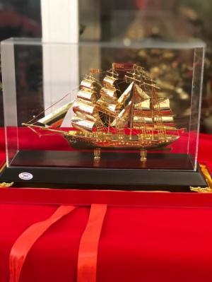 Mô hình thuyền buồm mạ vàng,Sản phẩm dành cho doanh nhân thành đạt