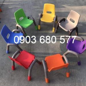 Cần bán ghế nhựa có tay vịn cho lớp mẫu giáo, trường mầm non