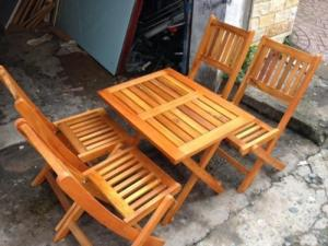 Bàn ghế cafe gỗ xếp quán cóc