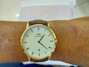 Đồng hồ quartz Nam dây da .