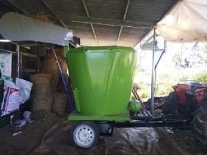 Máy trộn thức ăn TMR cho bò