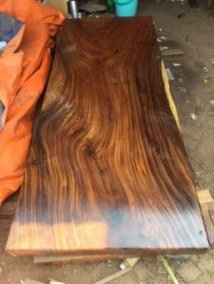Bàn gỗ me tây nguyên tấm dài 2,28m rộng 88cm dày 10cm
