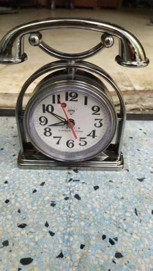 đồng hồ kiểu điện thoại để bàn