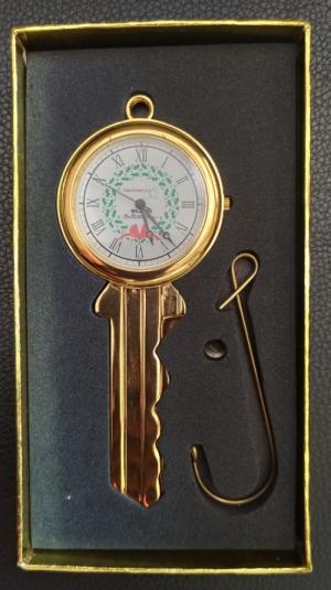 đồng hồ chìa khóa kim loại