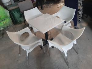 Ghế nhựa đúc bền màu..