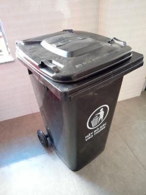 Giá bán thùng đựng rác y tế 240 lit màu đen