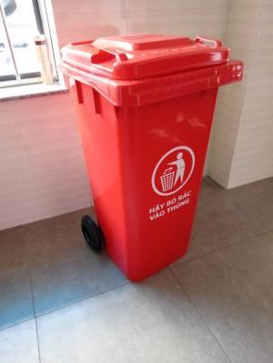 Địa chỉ cung cấp thùng rác 120 lit màu đỏ có bánh xe