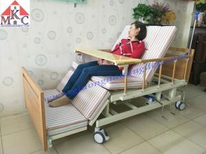 Giường bệnh đa năng MKC-Medical ốp gỗ 4 tay quay 12 chức năng