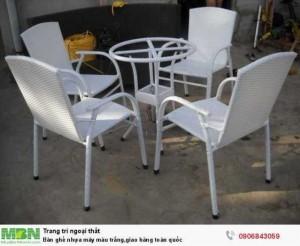 Bàn ghế nhựa mây màu trắng,giao hàng toàn quốc