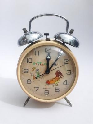 đồng hồ con gà trống xưa, chuông ngoài