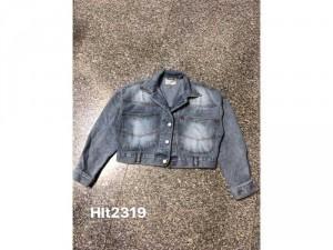 áo khoác jean cài nút sau lưng