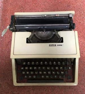 máy đánh chữ Tây Ban Nha xưa