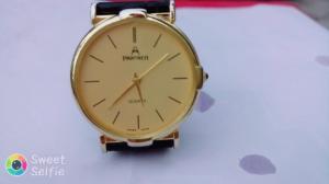 Đồng hồ quartz còn mới đẹp