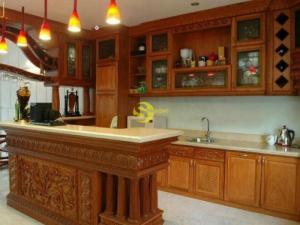 Mẫu tủ bếp chất lượng gỗ tốt
