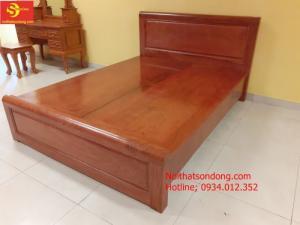 Giường gỗ tự nhiên giá tốt 1,6m