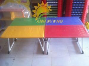 Nơi cung cấp bàn nhựa hình chữ nhật xếp chân cho bé mầm non