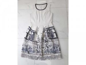 Sale váy