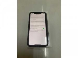 Iphone 11 64gb đen qte full box như mới còn bh lâu