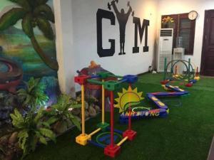 Dụng cụ tập gym mầm non cho trẻ nhỏ vui chơi, vận động