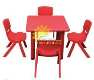 Cung cấp bàn nhựa mầm non hình vuông cho trẻ em học tập, vui chơi