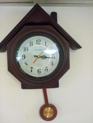 Đồng hồ treo tường quả lắc Nhật .