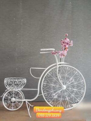Xe đạp sắt trang trí hoa nghệ thuật