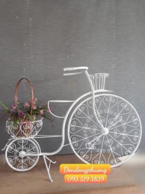 Xe đạp sắt trang trí cho shop hoa