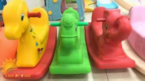 Đồ chơi bập bênh vận động dành cho trẻ em mẫu giáo, mầm non