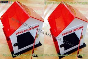 Mẫu hòm thư góp ý mica dáng mái nhà màu đỏ
