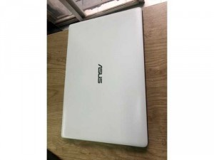 Laptop đã qua sử dụng Asus X502c i3-3217u ram 4 màn 15,6 bao zin tặng túi , chuột không dây, lót chuột