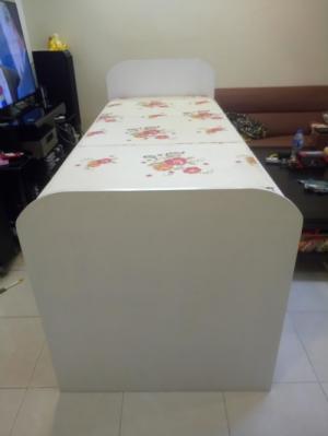 Giường gỗ dùng cho Spa còn rất mới .