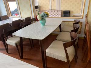 Bộ bàn ghế ăn gỗ sồi tự nhiên