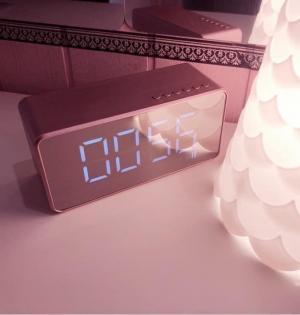 Loa kết hợp đồng hồ LED