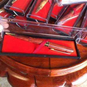 Bút bi gỗ sưa đỏ