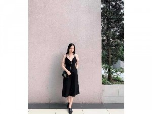 Set yếm đen nơ + áo nâu