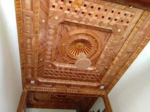Trần gỗ giá rẻ