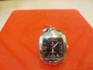 Đồng hồ quartz vuông dây da .