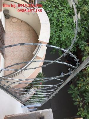 Thi công hàng rào thép gai hình dao - Nhật Minh Hiếu mới 100%