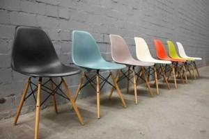 Lô ghế nhựa màu sắc đẹp, chân gỗ, cho kinh doanh cà phê