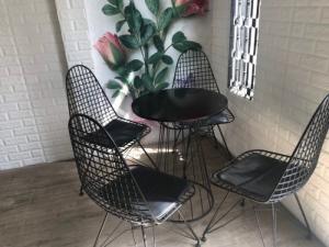 Cần thanh số lượng lớn bàn ghế mỹ ghệ dùng cho quán cafe..